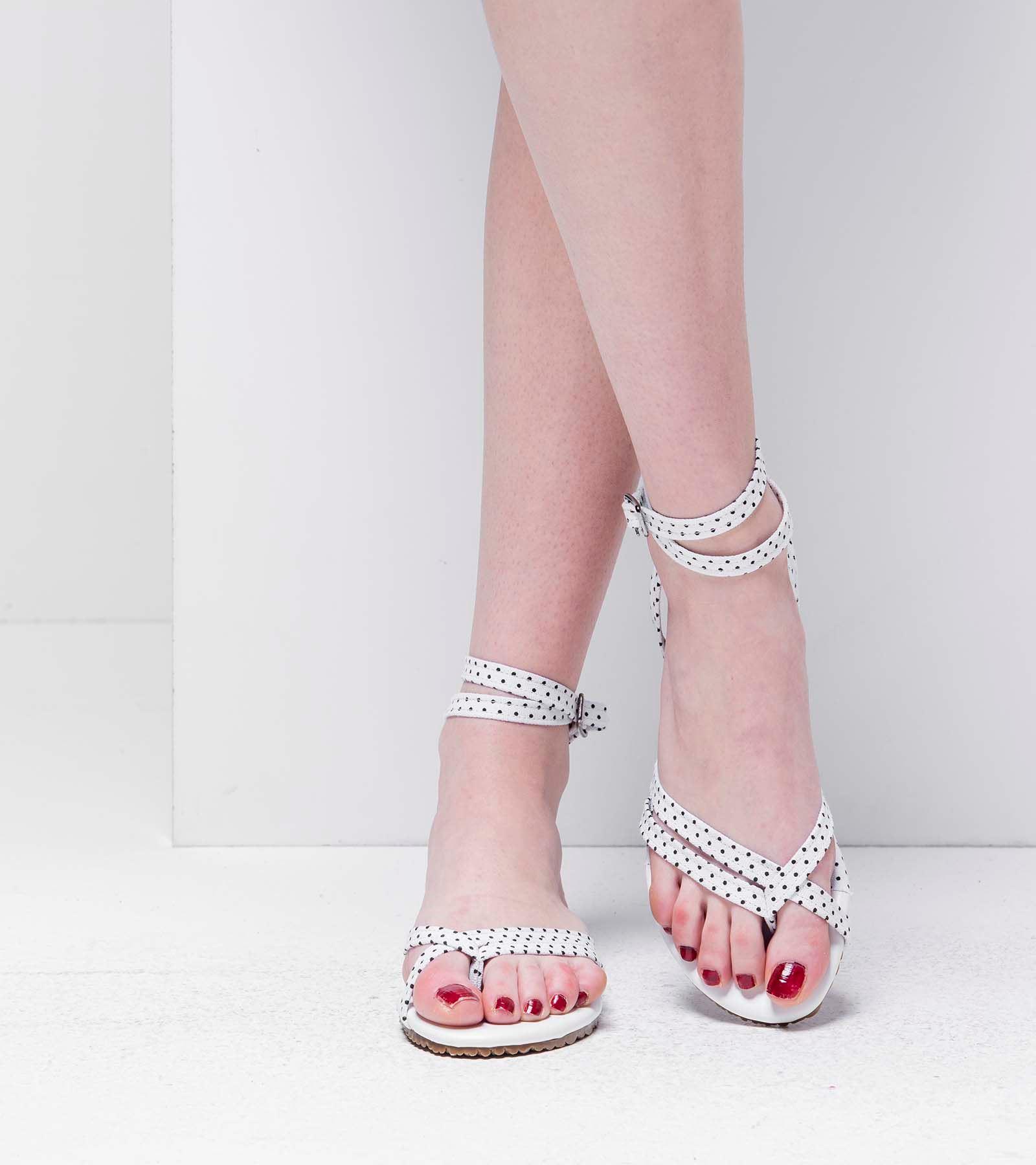 Amanda Parmak Arası Sandalet Beyaz