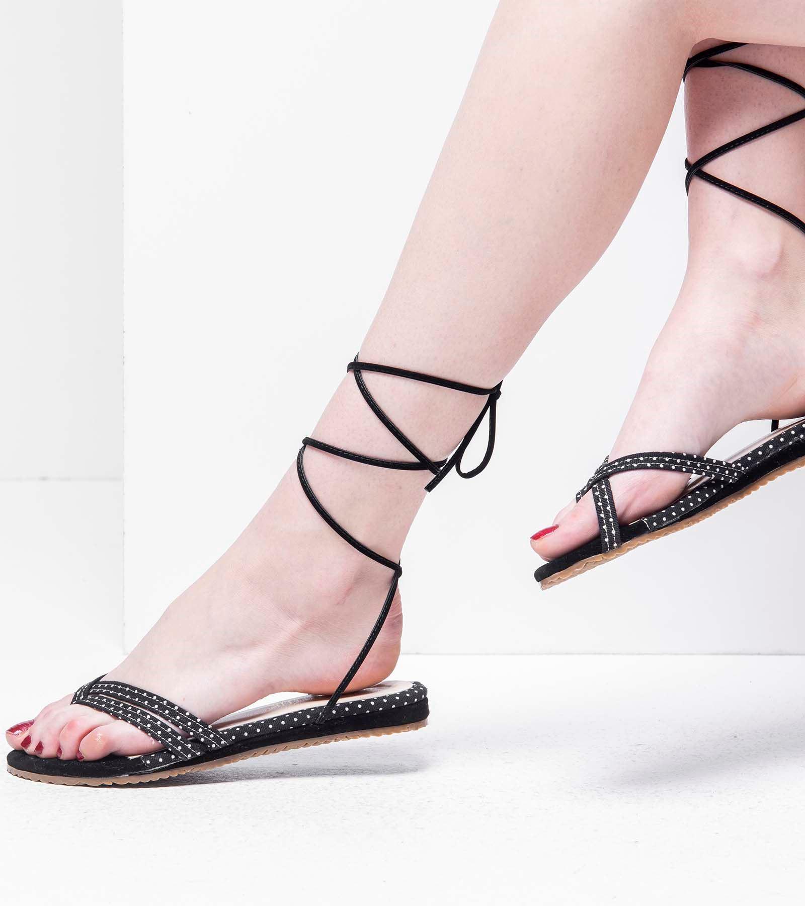 Bella Parmak Arası  Sandalet Siyah Beyaz