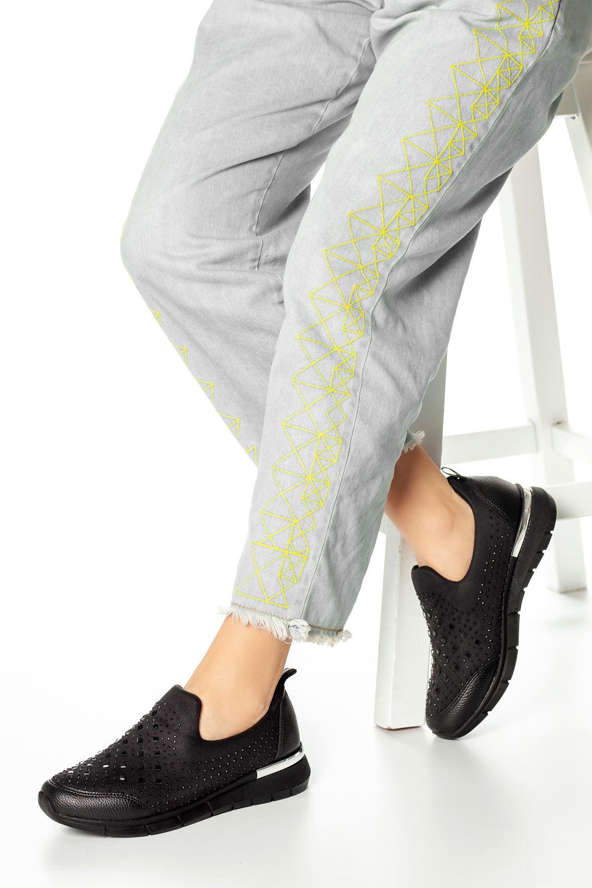 Grade Kalın Taş Detaylı Ayakkabı Siyah
