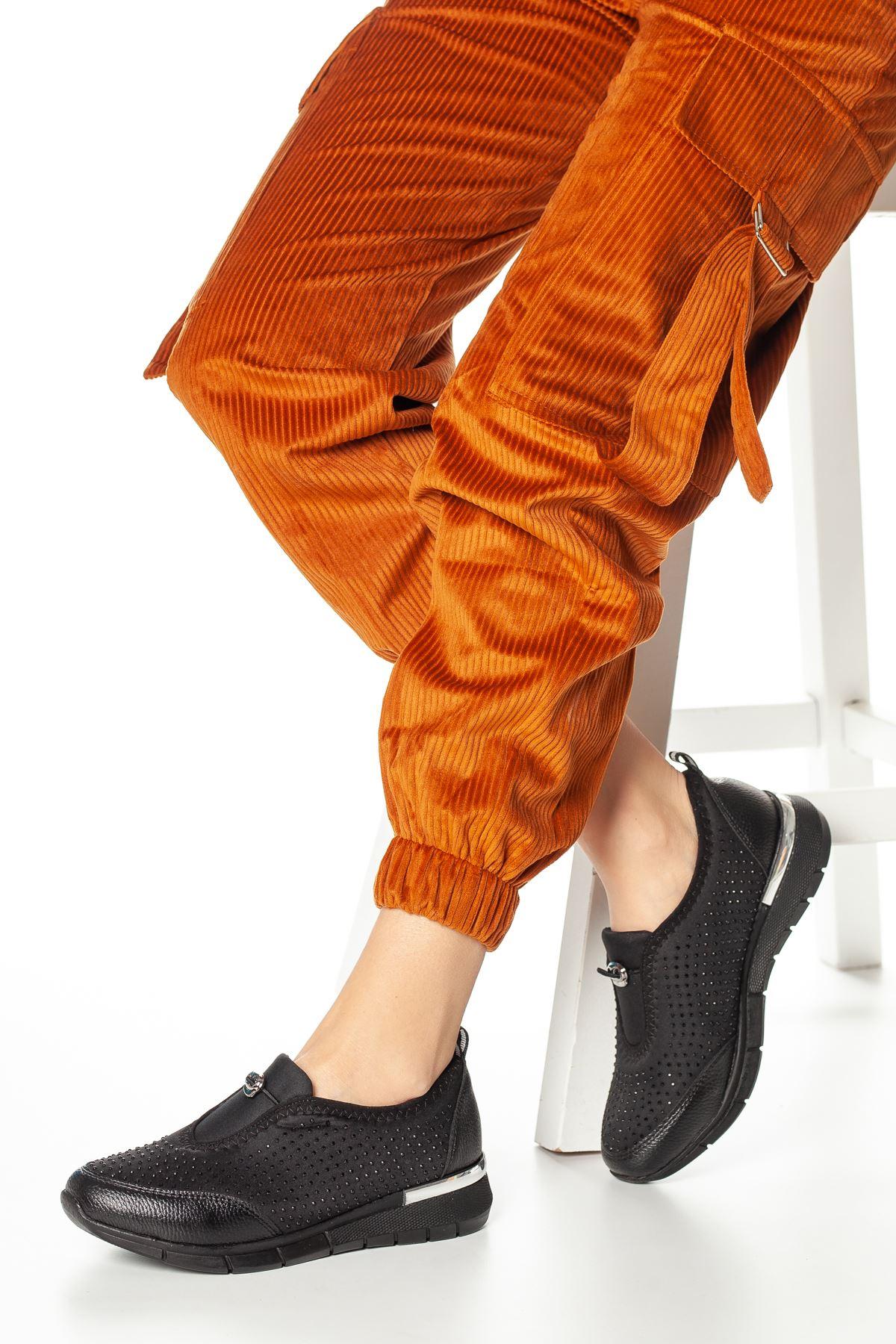 Aspen Düğme Detaylı Ayakkabı Siyah
