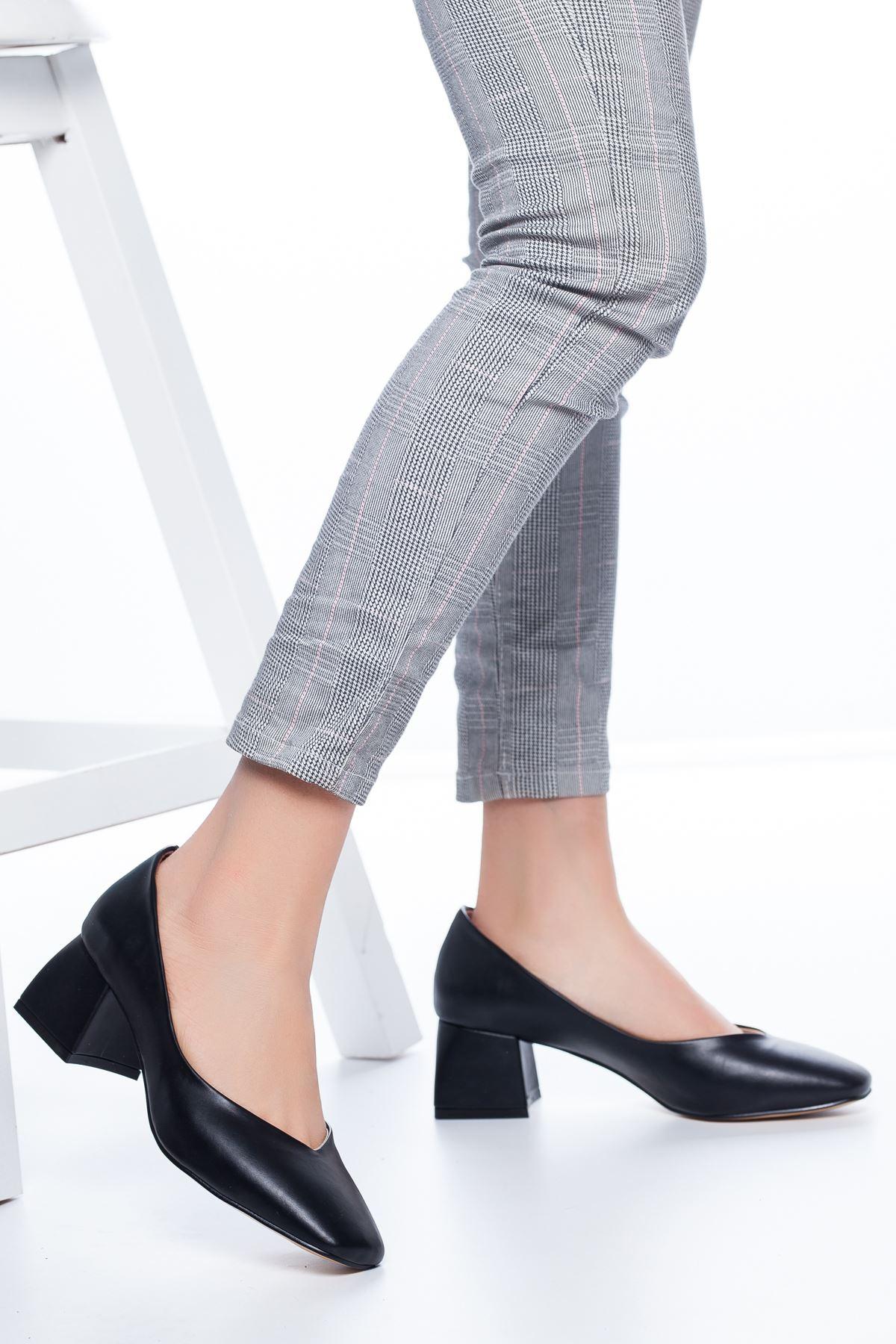 Adela Küt Burun Topuklu Cilt Ayakkabı Siyah