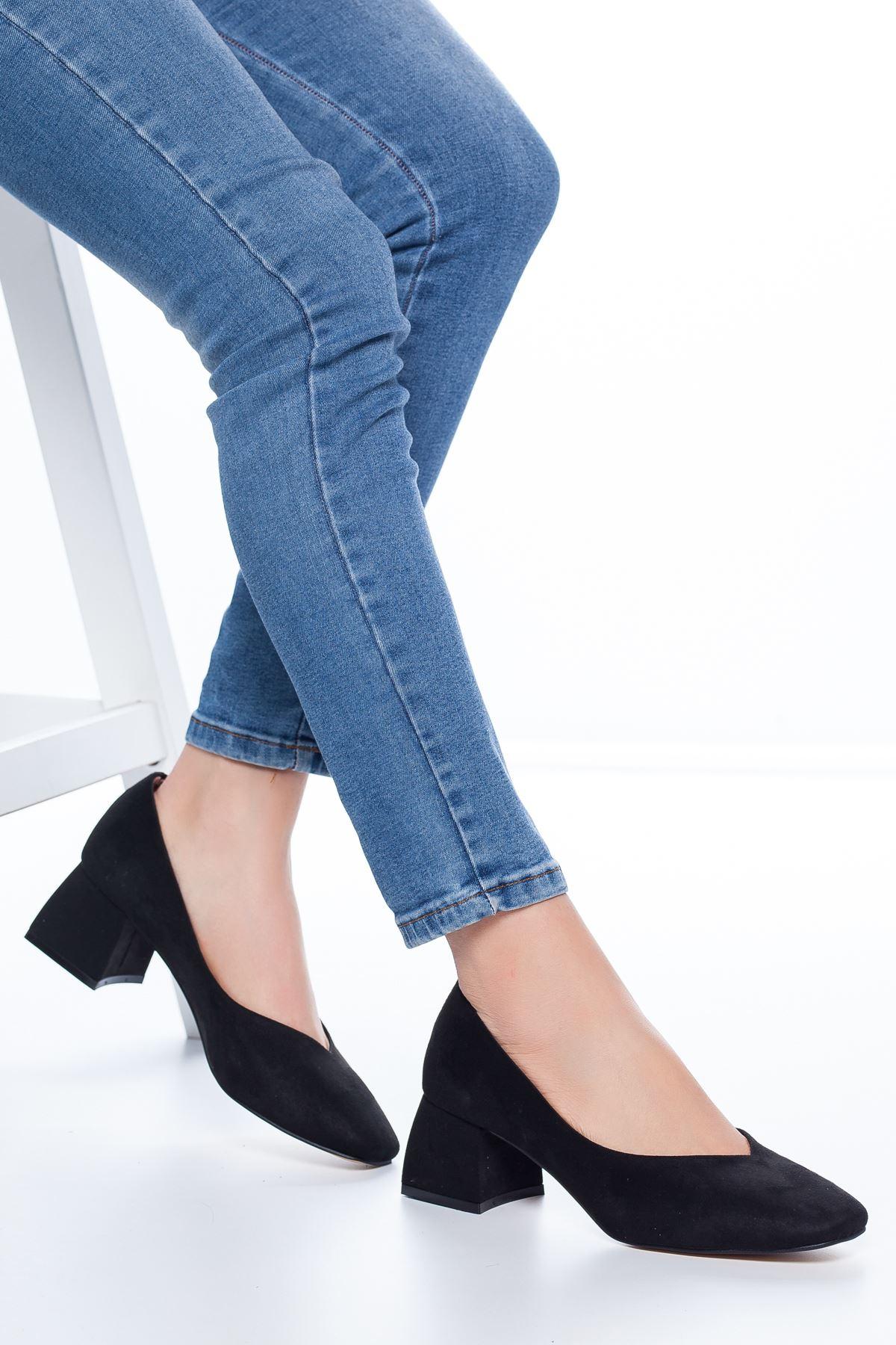 Adela Küt Burun Topuklu Süet Ayakkabı Siyah