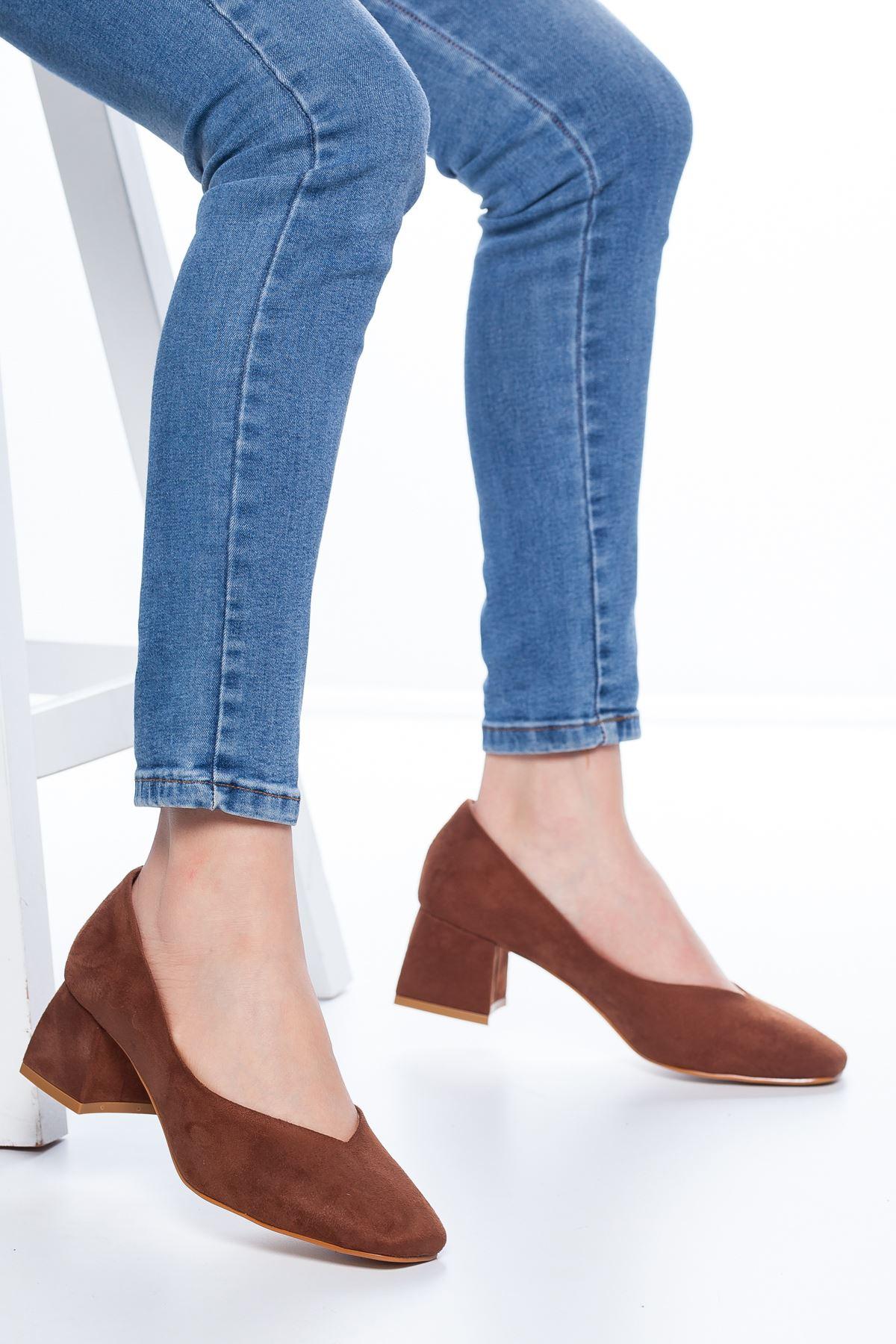 Adela Küt Burun Topuklu Süet Ayakkabı Taba