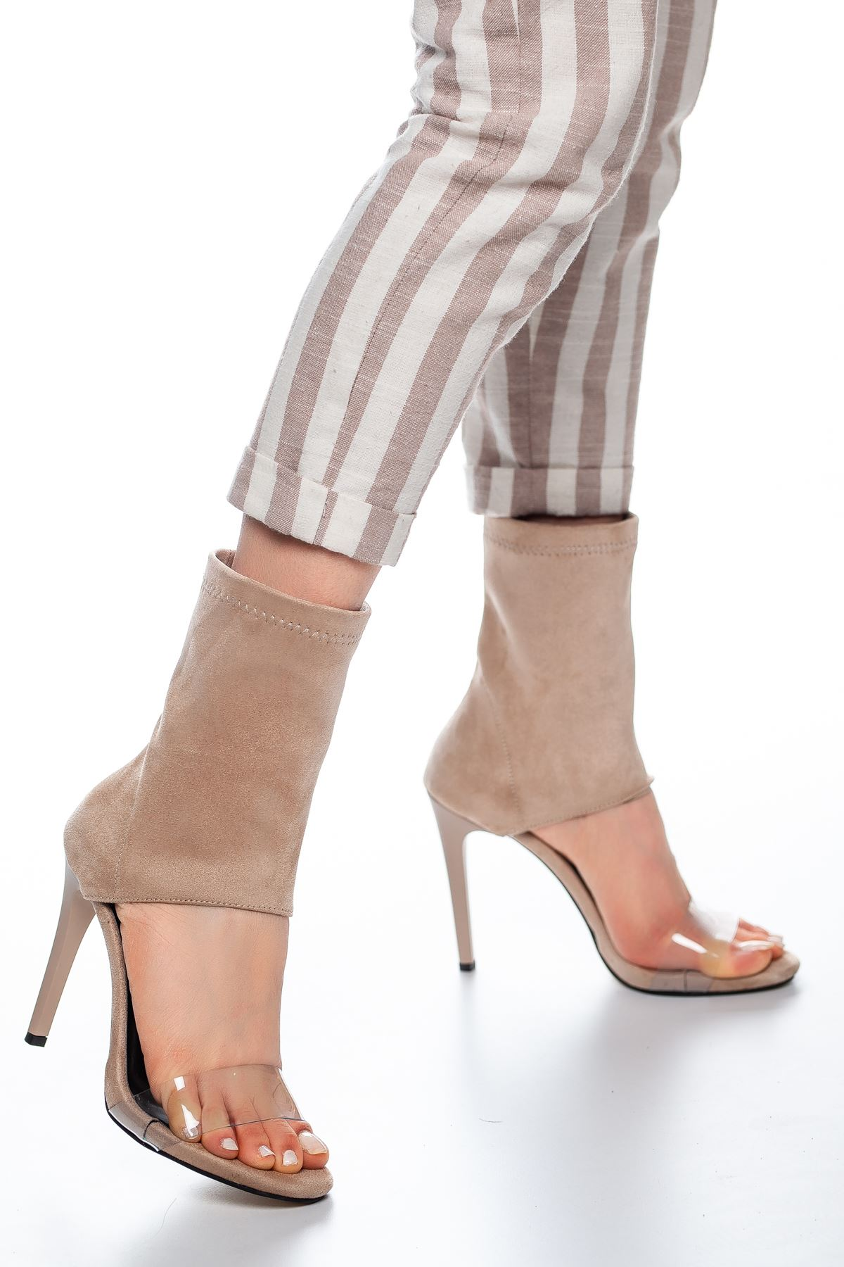 Ony Bant Detaylı Süet Topuklu Ayakkabı Ten