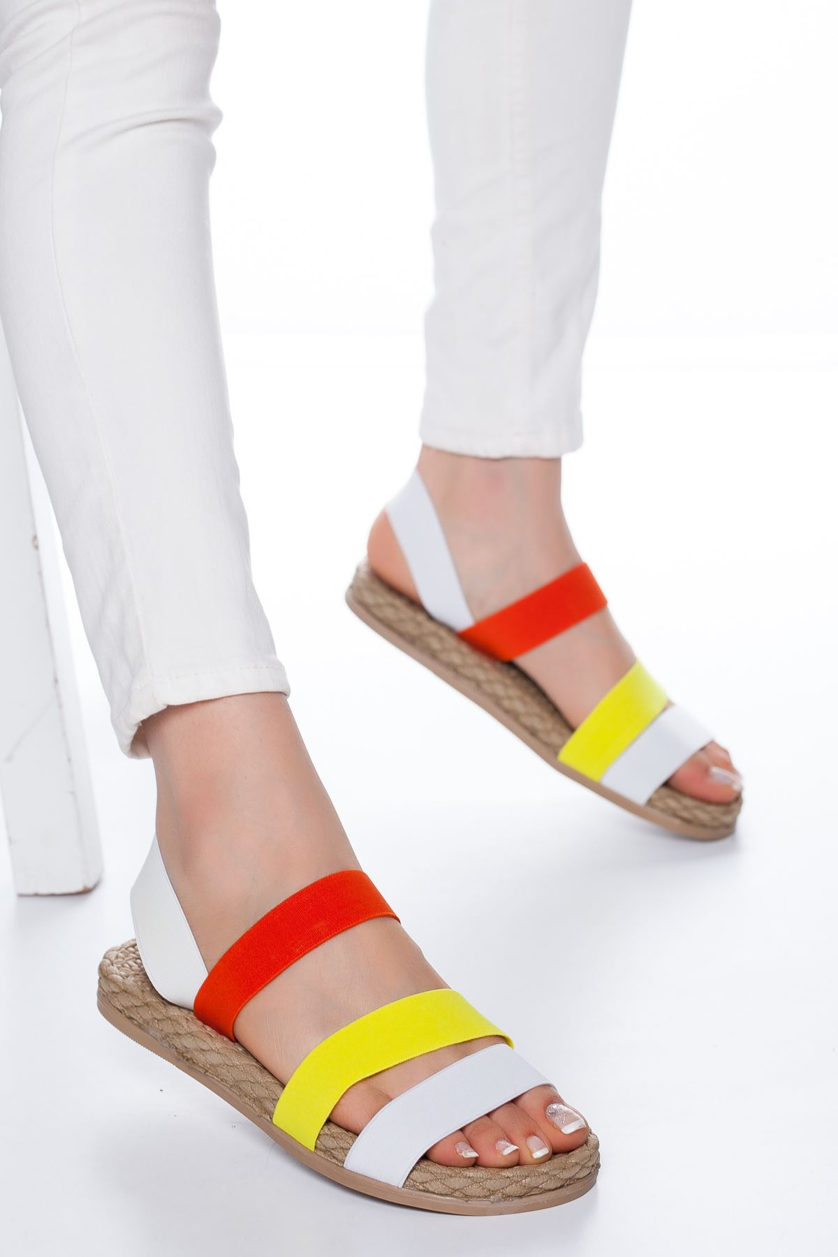 Lorena Lastikli Sandalet Beyaz